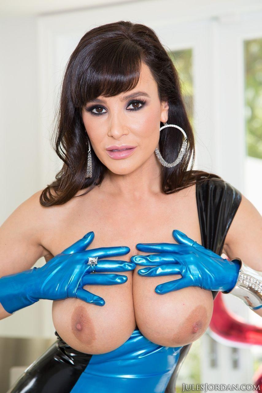atriz porn famosa peituda fazendo sexo a tr s em fotos picantes 9 - Atriz pornô famosa peituda fazendo sexo a três em fotos picantes