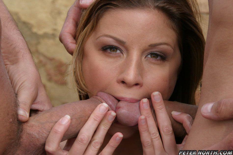 Fotos de putaria com novinha linda transando com dois caras