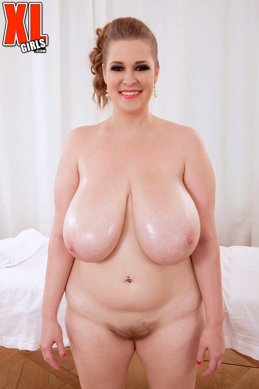 Fotos de gordinha com peitões enormes e buceta carnuda