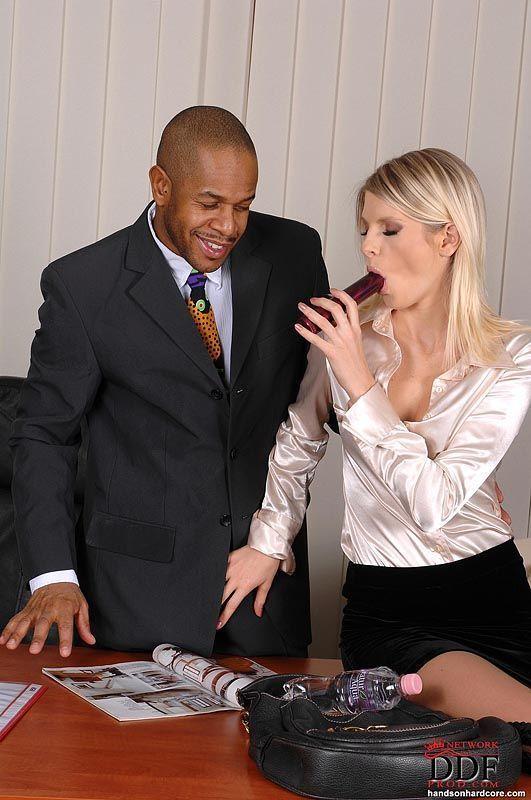 fotos de secretaria loira gostosa dando o cu pro chefe dotado 1 - Fotos de secretária loira gostosa dando o cu pro chefe dotado
