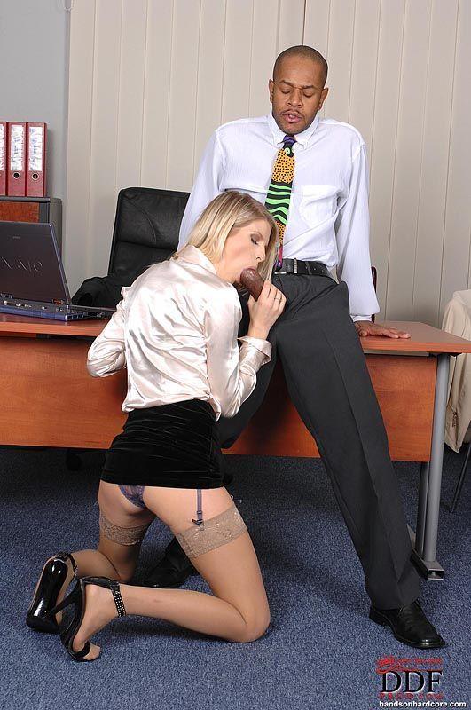 fotos de secretaria loira gostosa dando o cu pro chefe dotado 5 - Fotos de secretária loira gostosa dando o cu pro chefe dotado