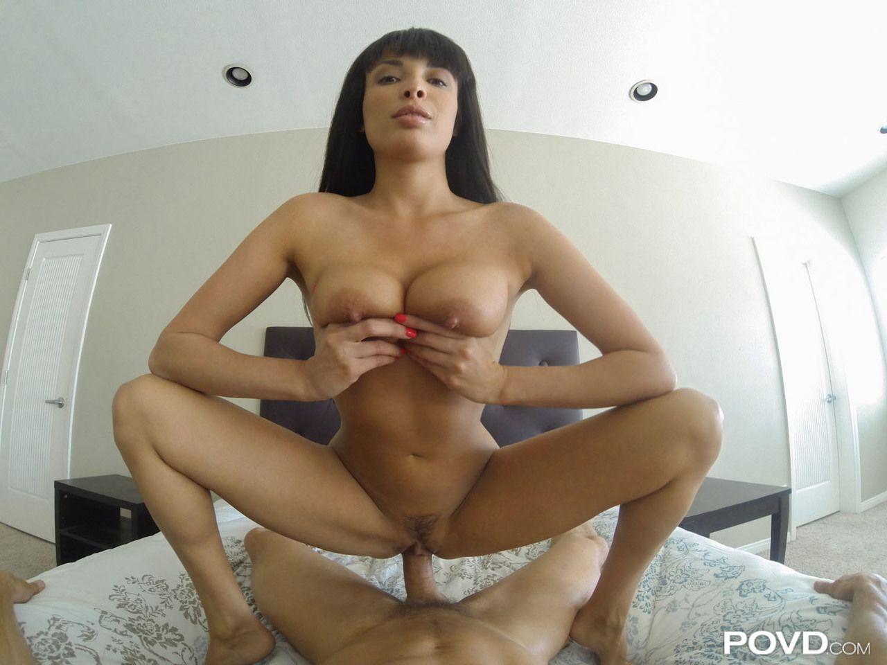 Fotos e sexo com morena dos peitões grandes e buceta carnuda