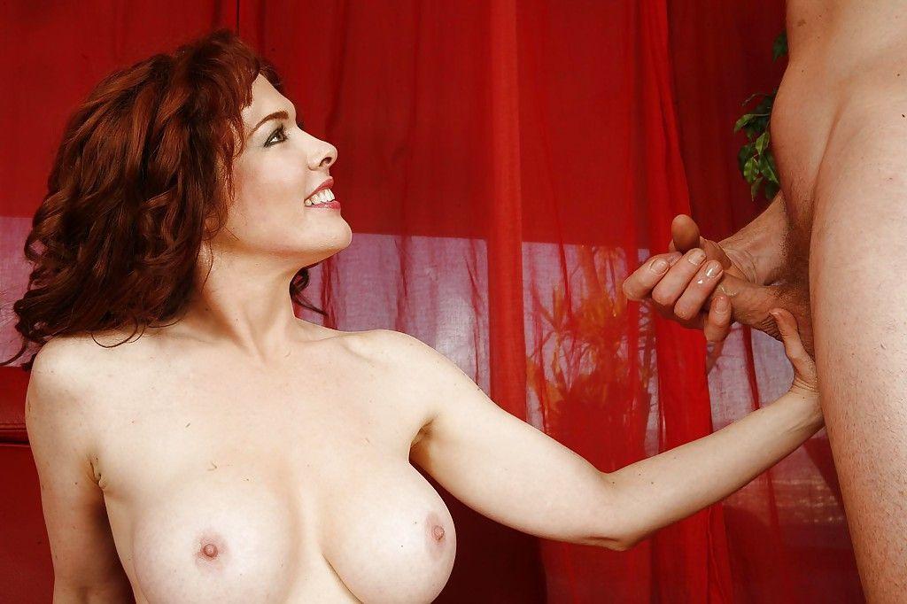 Fotos eróticas de sexo anal com coroa peituda de buceta larga
