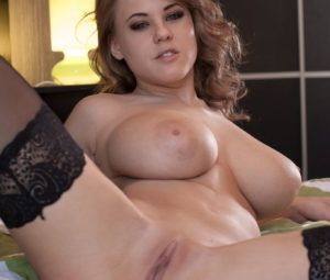 Fotos eróticas HD com loira safada mostrando os peitões lindos
