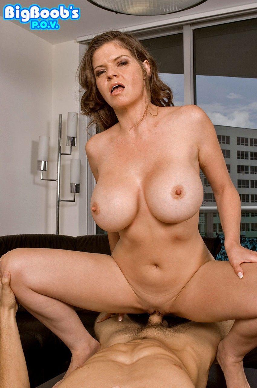 Fotos porno de peituda gostosa transando tomando gozada nos peitões