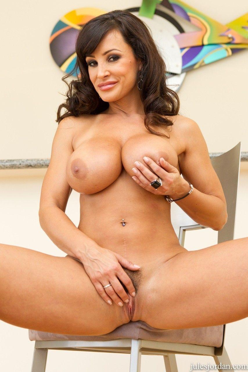 Fotos de famosa atriz pornô peituda dando a bunda gostosa