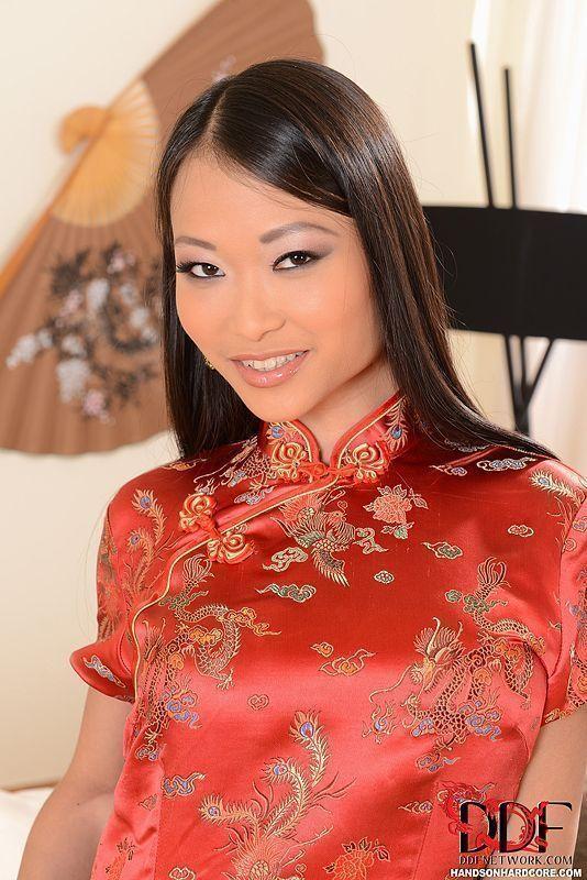 Asiática safada fazendo sexo anal em fotos hot