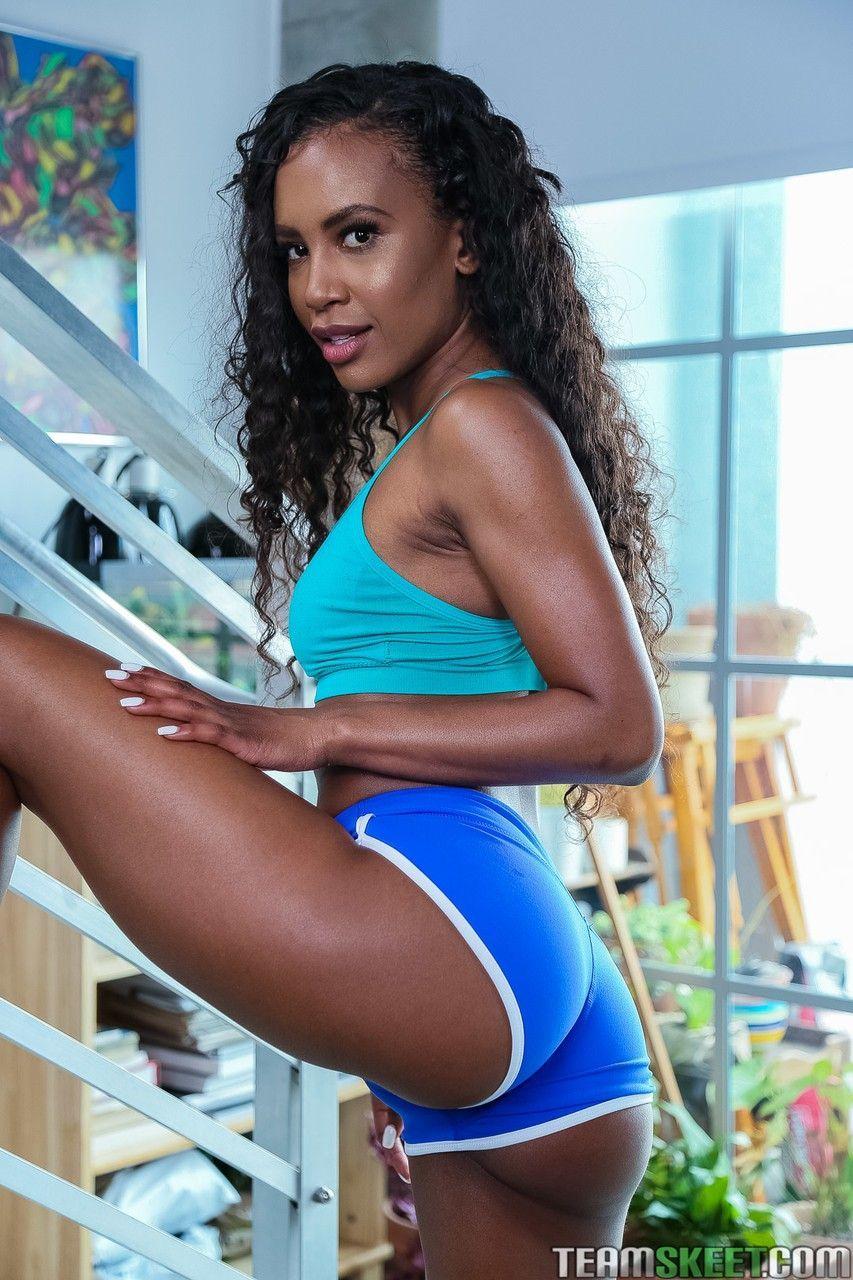 Negra sexy em fotos calientes de porno gostoso