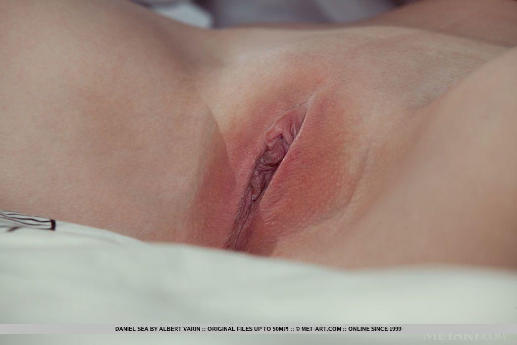 novinha peituda loira mostrando a bucetinha rosada 9 - Novinha peituda loira mostrando a bucetinha rosada
