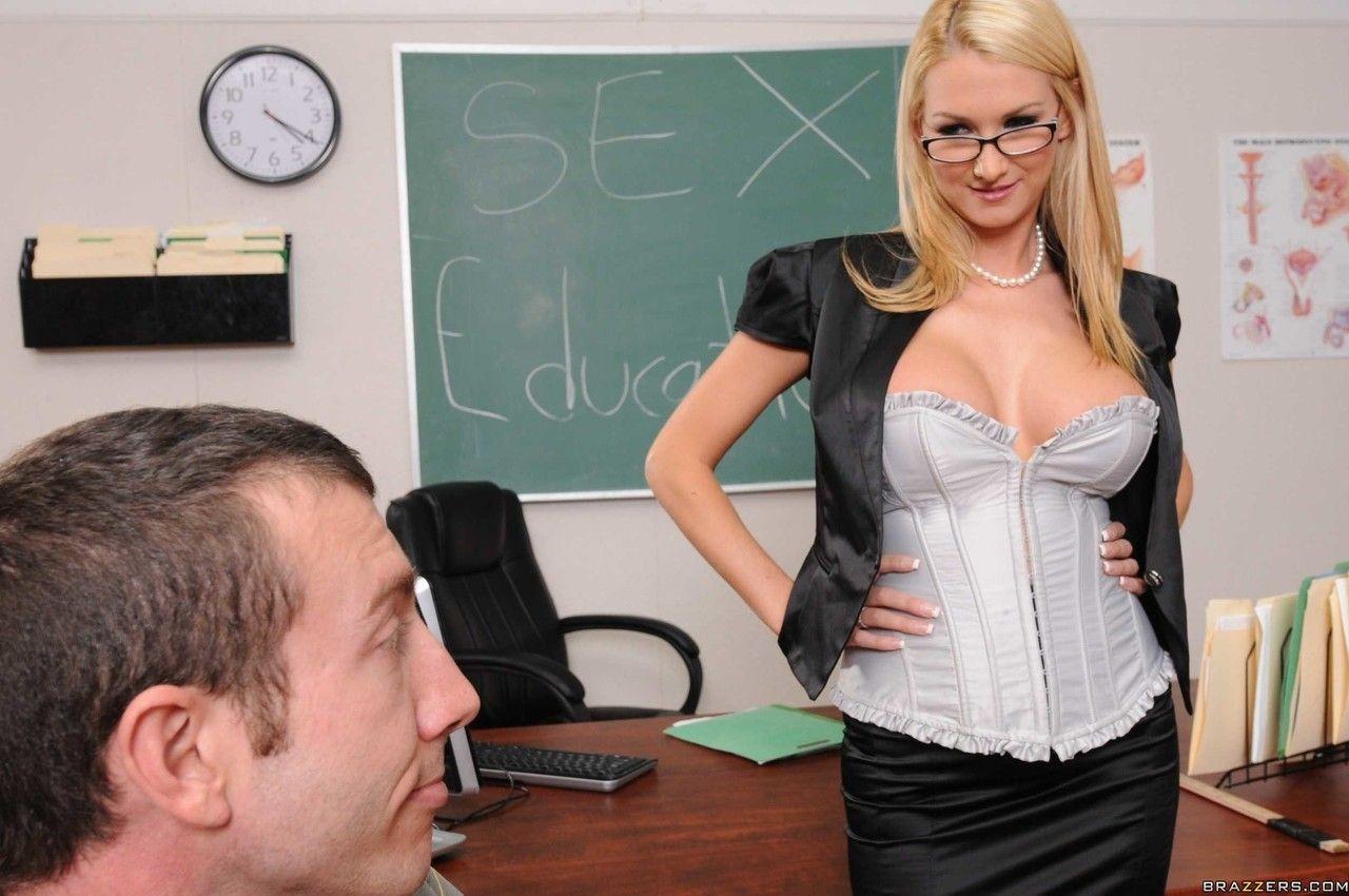 Fotos de professora peituda dando o cuzão pro aluno dotado