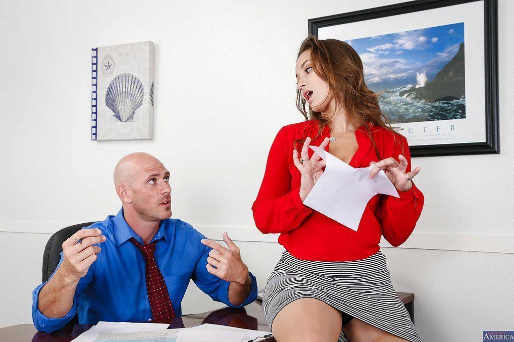 fotos de secretaria safada dando a buceta pro chefe no escritorio 0 - Fotos de secretária safada dando a buceta pro chefe no escritório