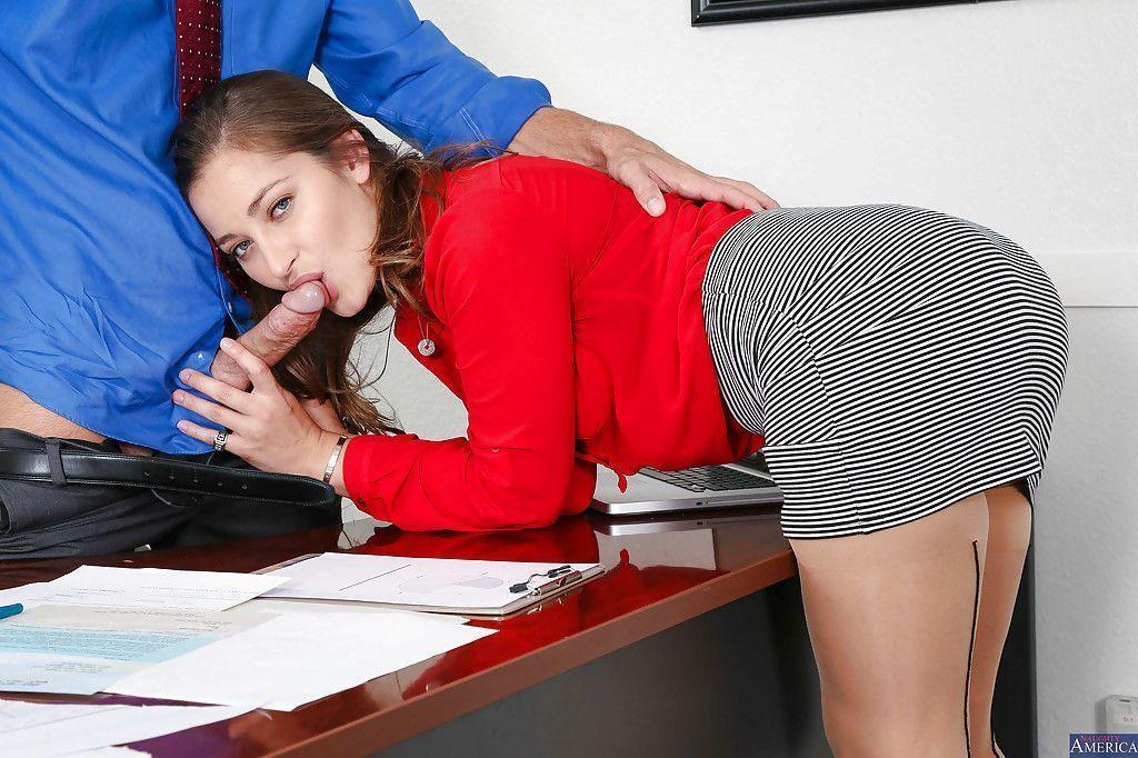 fotos de secretaria safada dando a buceta pro chefe no escritorio 1 - Fotos de secretária safada dando a buceta pro chefe no escritório