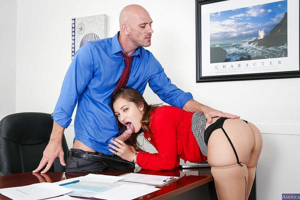 fotos de secretaria safada dando a buceta pro chefe no escritorio 2 - Fotos de secretária safada dando a buceta pro chefe no escritório