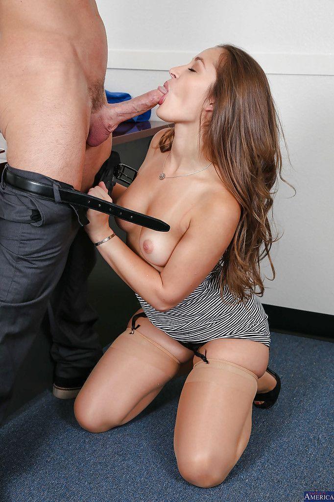 fotos de secretaria safada dando a buceta pro chefe no escritorio 3 - Fotos de secretária safada dando a buceta pro chefe no escritório