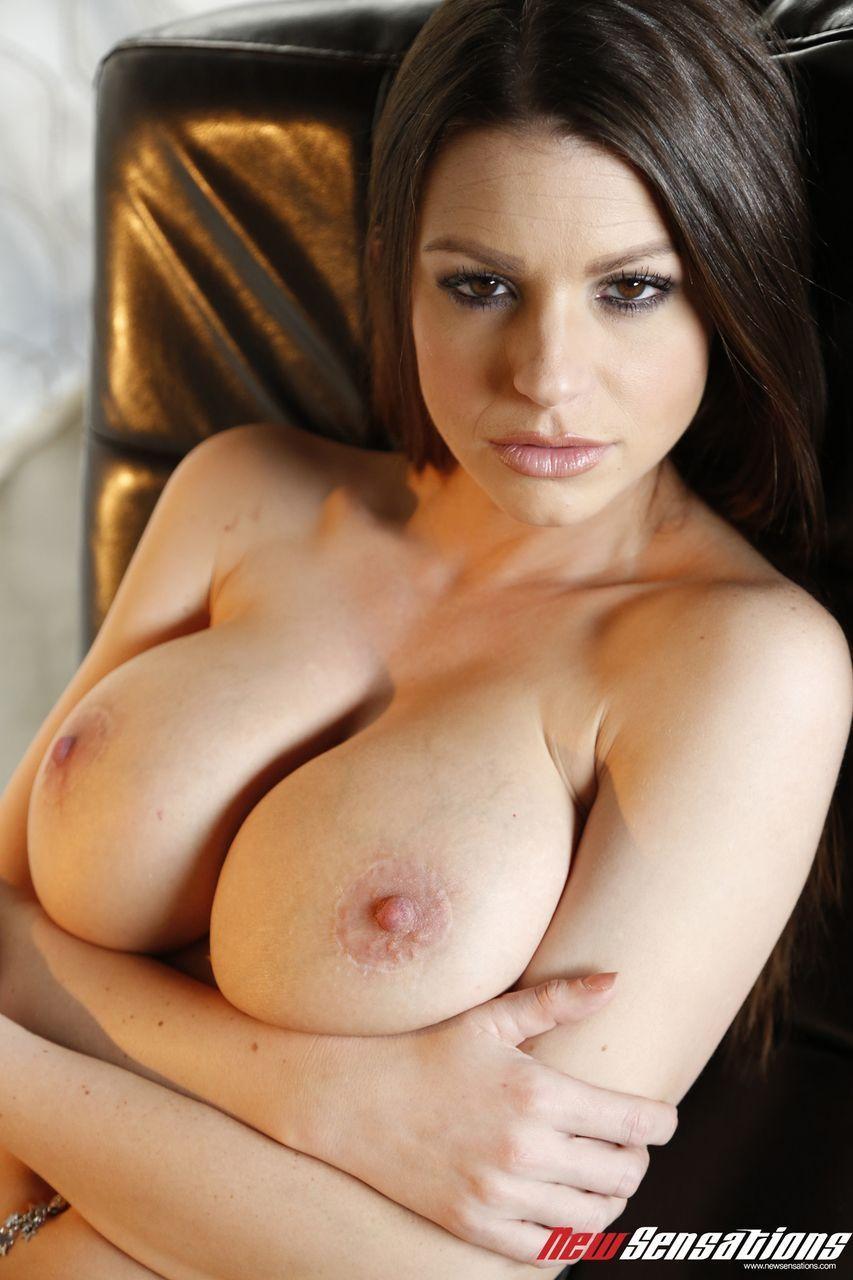 sexo picante em fotos com mulher linda de peitos grandes 0 - Sexo picante em fotos com mulher linda de peitos grandes