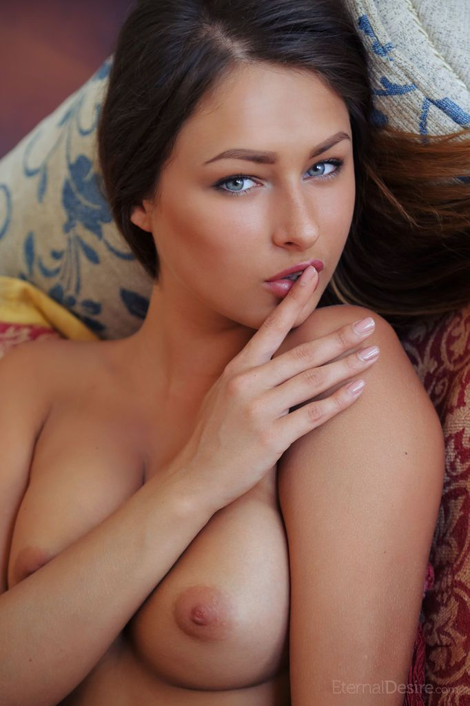 fotos de ninfeta nua se exibindo toda arreganhada 8 - Fotos de ninfeta nua se exibindo toda arreganhada