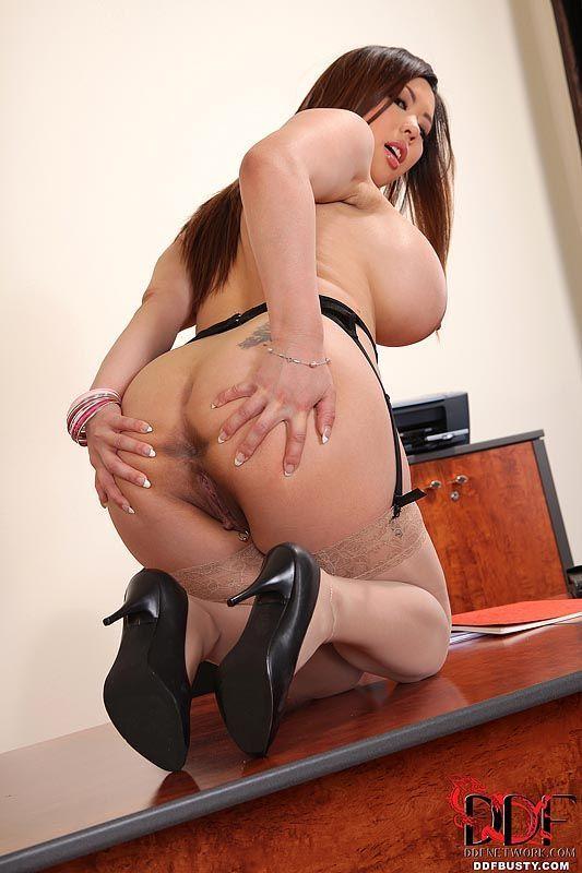 mulher asiatica gostosa com peitoes grandes se exibindo 15 - Mulher asiática gostosa com peitões grandes se exibindo