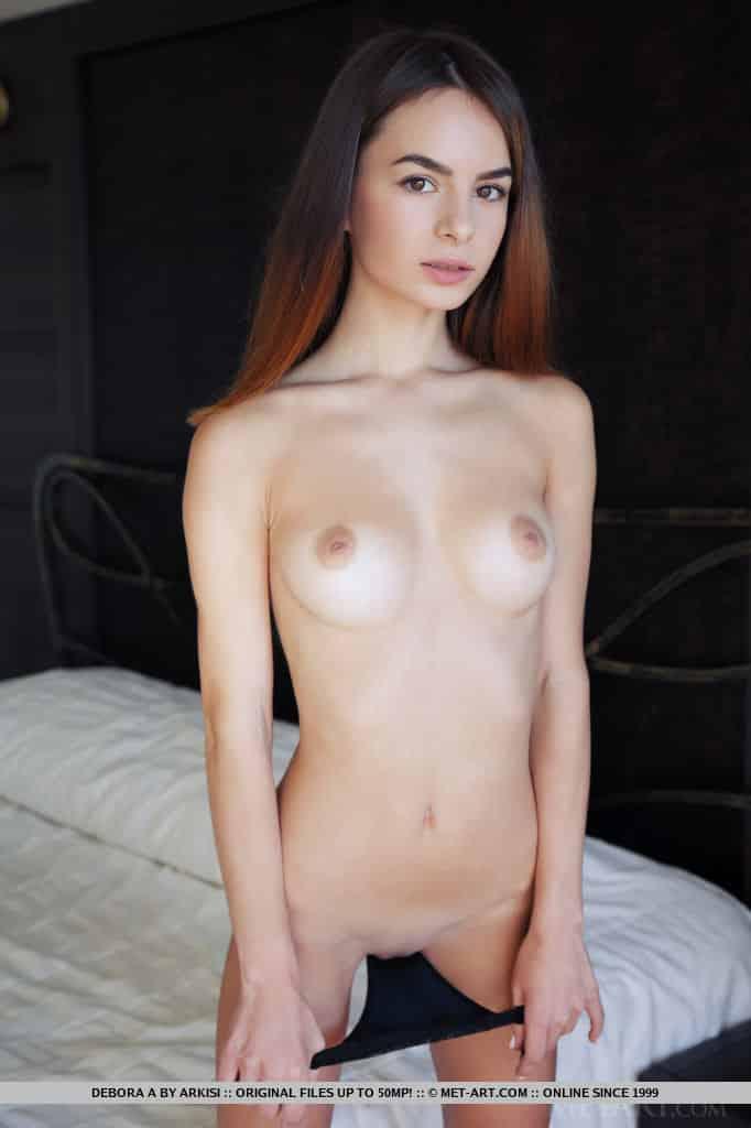 ruiva magrinha pelada mostrando a bucetinha carnuda 8 - Ruiva magrinha pelada mostrando a bucetinha carnuda