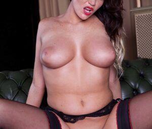 Fotos de mulher nua com seios grandes e buceta grande
