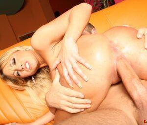Fotos de sexo com loira gostosa dando buceta e cu