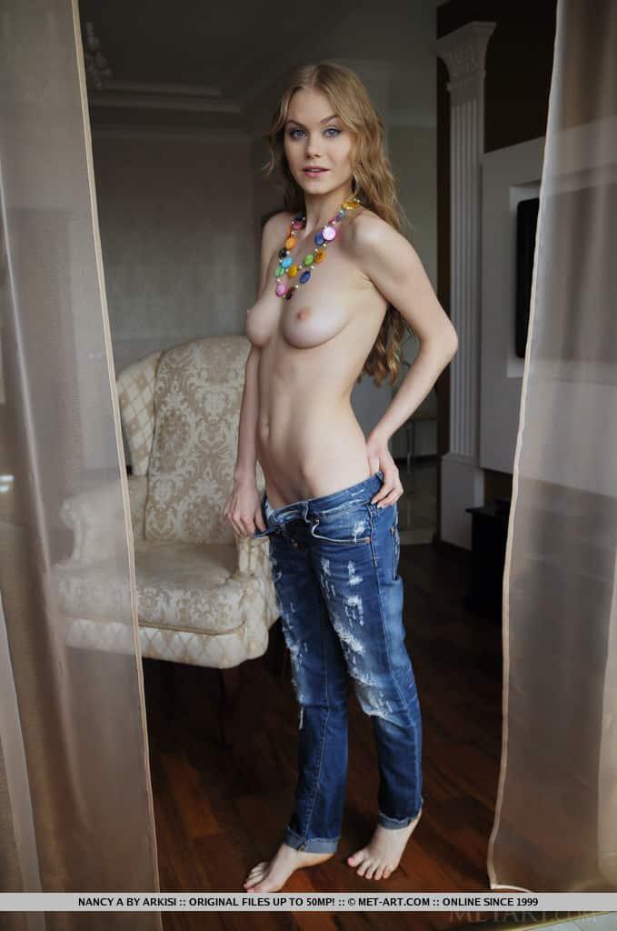 novinha sexy toda nua exibindo o corpo em fotos 3 - Novinha sexy toda nua exibindo o corpo em fotos
