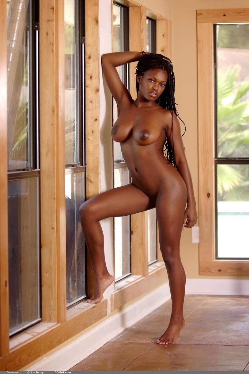 negra pelada sexy mostrando os peitoes durinhos 4605 - Negra pelada sexy mostrando os peitões durinhos