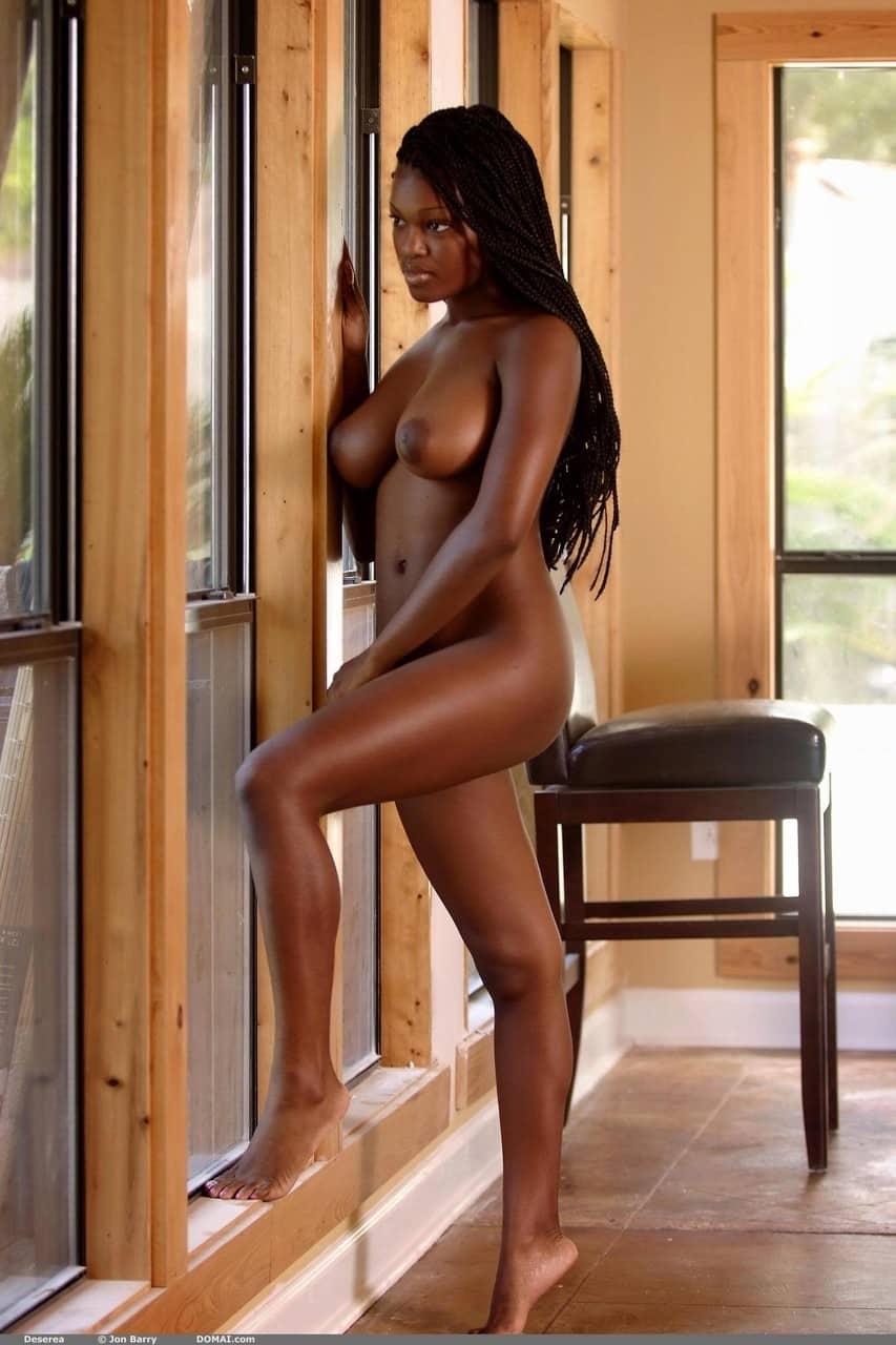 negra pelada sexy mostrando os peitoes durinhos 6109 - Negra pelada sexy mostrando os peitões durinhos