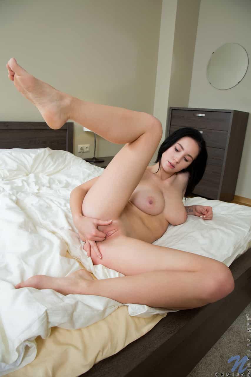 fotos de buceta carnuda raspadinha sendo masturbada 2584 - Fotos de buceta carnuda raspadinha sendo masturbada